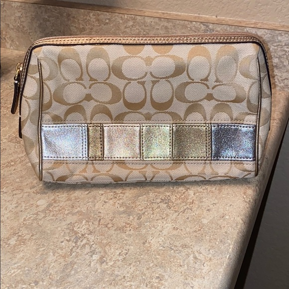 2 fer 1! Coach Patch Cosmetic Bag/Matching wallet